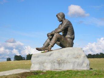 Памятник В. Шукшину
